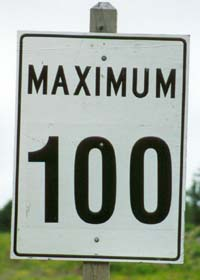 Speed limit sign -- Maximum 100 km